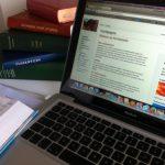 laptop en liedbundels